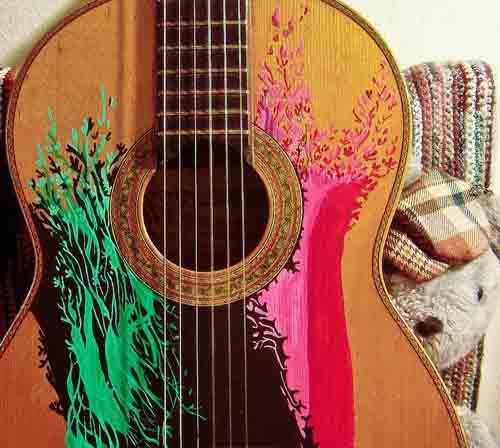 Ink-Illustrated-Guitars-by-Artist-Pez-De-Tierra-6