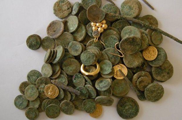 v-zamke-yaponii-arxeologi-nashli-monety-osmanskoj-imperii-i-drevnego-rima