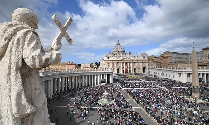 Ватикан втянут в судовое разбирательство с уличной художницей